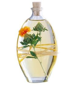 7 Fabulous Natural Oils For Natural & Relaxed Hair Healthy Ways To Lose Weight Fast, Fast Weight Loss Tips, Healthy Weight Loss, Reduce Weight, Relaxed Hair, Going Natural, Natural Oils, Dark Green Vegetables, Afro