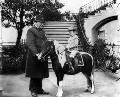 Teddy Roosevelt and his family had many pets—a macaw, rats, and a snake among them—but none of them were as notorious as Algonquin, their calico pony. American Presidents, Us Presidents, American History, Presidential History, Theodore Roosevelt, Edith Roosevelt, Roosevelt Family, Sick Kids, Interesting History