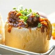 What is Bunny chow? Curry in a loaf? Bunny chow is a very popular street food dish in its home city Durban in South Africa Cheese And Onion Pie, Egyptian Food, Egyptian Recipes, Yummy Treats, Yummy Food, Best Street Food, Chow Chow, Tray Bakes, Curry
