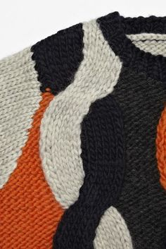 COS 4 Color Intarsia Related Post Iceberg F/W 2009 Pinstriped Sounding All Trumpets & Bells Knitting Stitches, Knitting Designs, Knitting Yarn, Hand Knitting, Intarsia Knitting, Stitch Patterns, Knitting Patterns, Cable Knit Jumper, Knit Fashion