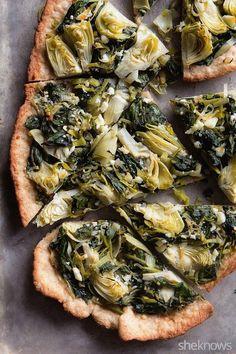 Pizza con masa fina de espinaca, alcachofas y trigo integral