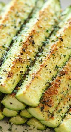 Baked Parmesan Zucchini - Swap the garlic powder and olive oil for the garlic-infused oil of your choice to keep this dish low FODMAP!