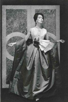 1959 Сhristian Dior , Robe Monaco , jupe en faille rouge et haut de faille blanche , atelier Madame Marthe ....