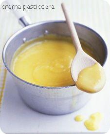 crema pasticcera   1 kg di panna fresca 500 g di Crema pasticcera 6 g di gelatINA   la Crema Pasticcera:  290 g di latte intero 70 g di panna 110 g di tuorli (io ne ho utilizzati 6 1/2) 110 g di zucchero 25 g di amido di mais scorza di limone un bicchierino di limoncello