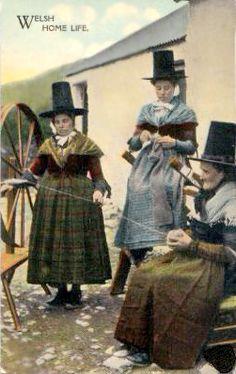 http://www.agoodyarn.net/Images/KnittingImages/WelshWomenKnitting.jpg