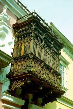 https://flic.kr/p/8NRoLv | Balcon de la Cancilleria de Lima | Tomada con Nikon F3, lente Nikkor-H 50mm f/2, pelicula Kodak proimage 100