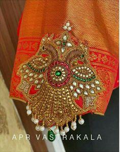 Wedding Saree Blouse Designs, Half Saree Designs, Saree Blouse Neck Designs, Wedding Blouses, Black Blouse Designs, Simple Blouse Designs, Stylish Blouse Design, Kurti Embroidery Design, Embroidery Neck Designs