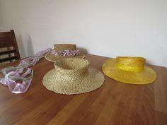 klaar, middeleeuwse hoeden. finished medieval hats. fertige mittelalterliche hueter. des chapeau medieval