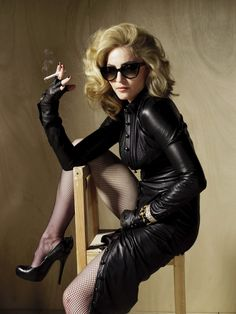 Welcome to Madonna-Madness! your one stop candy shop for the latest and greatest elite Madonna edits. Madonna Looks, Madonna 80s, Lady Madonna, Divas, Smoking Ladies, Girl Smoking, Madona, Madonna Fashion, Madonna Pictures