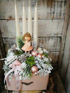 Christmas Advent Wreath, Christmas Swags, Woodland Christmas, Christmas Candles, Christmas Centerpieces, Pink Christmas, Outdoor Christmas, Winter Christmas, Christmas Holidays