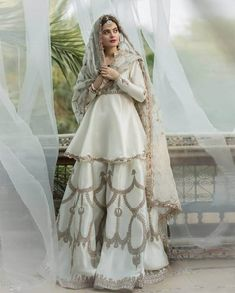 Beautiful Pakistani Dresses, Pakistani Dresses Casual, Pakistani Wedding Outfits, Pakistani Dress Design, Bridal Outfits, Wedding Hijab, Pakistani Sharara, Pakistani Suits Online, India Wedding