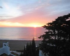 El sol se pone tras el mar en Estepona, ¿habéis estado nunca? Precioso! #viaje #turismo #estepona #buscounchollo