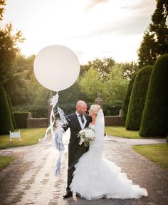 Our giant white balloon and silver & white tassel tail poses with the happy couple. gorgeous pic by at Great Fosters, Surrey Bubble Balloons, Giant Balloons, White Balloons, Confetti Balloons, Great Fosters, Wedding Balloons, Balloon Decorations, Surrey, Corporate Events