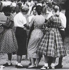 Como se vestir para uma festa dos anos 50