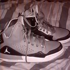 Jordan flights size 6 boy's Worn a few times,but in EXCELLENT condition Jordan Shoes Sneakers