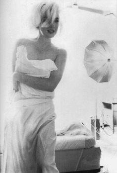 "marilynmonroeplatinumicon: ""Marilyn Monroe photographed by Bert Stern, 1962 "" Marilyn Monroe 1962, Marilyn Monroe Painting, Marilyn Monroe Photos, Bert Stern, Angeles, Norma Jeane, Vogue Magazine, Classic Beauty, Lady Diana"