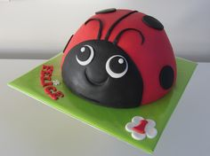 Lieveheersbeestje taart Bug Cake, Pinata Cake, Animal Cakes, Fondant Cakes, Ladybug, Cake Decorating, Pasta, Shapes, Cooking