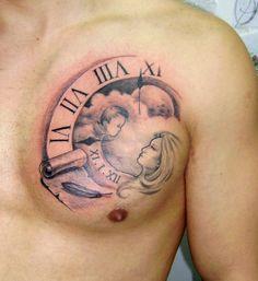 tattoo uhr mit schrift auf schulter tattoos pinterest. Black Bedroom Furniture Sets. Home Design Ideas