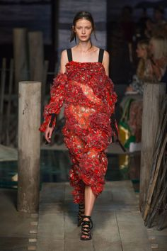 A very  ladylike  collection from London Fashion Week. Some pretty and feminine delights from ERDEM'S latest collection.       ...