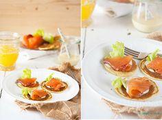 Blinis con salmón ahumado y mayonesa de miel