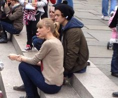PICS + VIDS: Harry Styles & Taylor Swift Spotted Together In New York!