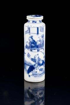 An underglaze blue porcelain snuff bottle 1780-1830