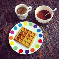 Gofre de cabaza e espelta, infusión de fiúncho e salsiña de chocolate #vegan #veganfood #veganfoodshare #whatveganseat #plantbased #plantstrong #instafood #vegansofig #breakfast #Padgram