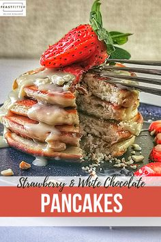 Light and fluffy American pancakes with pieces of fresh strawberry, white chocolate sauce and cashew nuts #pancakes #fluffypancakes #desserts #sweets #recipeswithstrawberries #americanpancakes