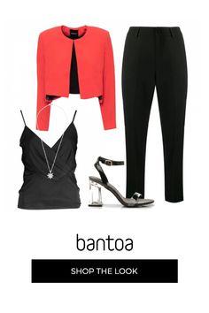 Il look Total black è spezzato dalla giacchina rosso fuoco. Il tip incrociato valorizza la vita e il décolleté. I sandali neri sono invisibili grazie al tacco trasparente. Ermanno Scervino, Polyvore, Outfits, Fashion, Bicolor Cat, Ballet Flat, Outfit, Suits, La Mode