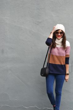 Easy winter outfit with a color block sweater and chelsea boots from 30 Winter Outfits Series Chelsea Rain Boots, Black Chelsea Boots, Mom Outfits, Winter Outfits, Autumn Winter Fashion, Winter Style, Queen Fashion, Color Block Sweater, Casual Chic Style