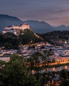 Evening vibes in the city of Mozart ❤️ 📷by by Tourism Seattle Skyline, Paris Skyline, Steampunk Heart, Salzburg Austria, Seen, City Life, Tourism, Sunrise, Travel Photography
