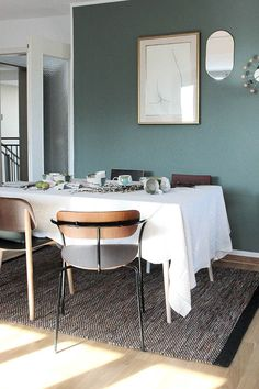 Esszimmer gestalten: Mein Makeover mit 3 Interior Highlights Dining room and kitchen table Ideas for designing a cozy dining area with painted wall and wool carpet for more comfort Decor, Green Wall Color, Wall Color, Furniture, Interior, Home Furniture, Dinning Room, Room, Room Decor