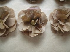 Recycled brown paper bag into scrunch flowers. Paper Bag Flowers, Paper Lace, Diy Flowers, Craft Projects, Craft Ideas, Project Ideas, Scrapbook Paper Crafts, Scrapbooking, Arts And Crafts