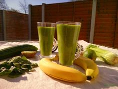 klorofillban gazdag, energiadús, tápanyagdús, rostdús, nagyon finom zöld turmix, avagy green smoothie (gluténmentes, laktózmentes, tojásmentes, cukormentes, mindenmentes, nyers, vegán) / Recept / édes gyümölcs, sötét zöld levelek, víz Tahini, Celery, Smoothies, Banana, Fruit, Vegetables, Cooking, Food, Deco