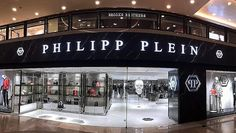 Following the recent opening of Philipp Plein Junior store in Hong Kong, Philipp Plein has opened a new flagship store at the same shopping centre, Harbour City. The new store is located on the ground floor of the mall and covers more than 557 square metres of space. The store with the new concept of Champagne and Candy, marks the 4th presence in the city.  #philippplein #hongkong #thelocationgroup #shopopening #storeopening #elocations