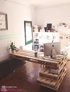 love this pallet desk Pallet Desk, Pallet Home Decor, Pallet House, Diy Pallet Furniture, Diy Home Decor, New Room, Room Inspiration, Sweet Home, Bedroom Decor