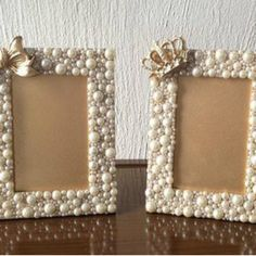 Make own frame with memeres jewelry and put her pic in Art N Craft, Diy Art, Diy Home Crafts, Crafts For Kids, Cadre Photo Diy, Diy Para A Casa, Pearl Crafts, Picture Frame Crafts, Handmade Picture Frames