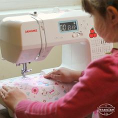 Tiny Sewists: Teaching Kids to Sew :: Lesson 5 | A Jennuine LifeA Jennuine Life Be sure to review the first lessons on setup and safety,practicing with a needle and sewing on paper. Today, we're sewing fabric for the first time. See key point  covered while talking about treading....