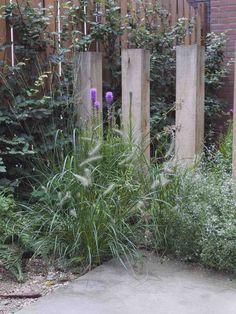30 New Ideas Garden Path Tropical Garden Privacy, Gravel Garden, Garden Fencing, Garden Paths, Backyard Garden Design, Love Garden, Glass Garden, Backyard Landscaping, Seaside Garden