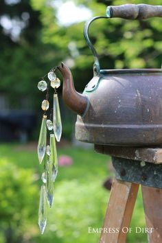 Easy garden art idea  #gardenart #diyideas #spon #bling