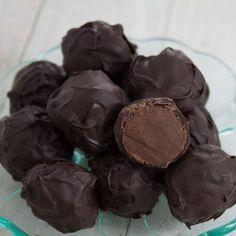 hand-rolled-coffee-truffles4s09