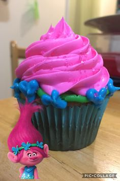 Poppy inspired cupcake, from Trolls!