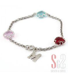 Pulsera en plata de ley con tres piedras de colores y una inicial personalizada #joyas #joyaspersonalizadas #s&s #silverandsteel #pulsera #creatujoya #silver #jewels #jewelery #bracelet #fashion