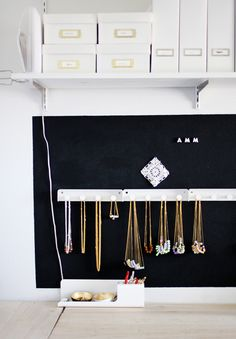 Another good idea to organize jewelry