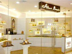 Los laboratorios de bioquímica y cosmetología de la firma española Alissi Bronte llevan 30 años elaborando cosméticos totalmente naturales y ecológicos. La firma acaba de abrir un centro en Sevilla.