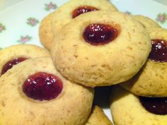 BakingBar Recipe for Strawberry Jam Biscuits Plain Biscuit Recipe, Butter Biscuits Recipe, Jam Recipes, Sweet Recipes, Cookie Recipes, Recipies, Favorite Cookie Recipe, My Best Recipe, Favorite Recipes