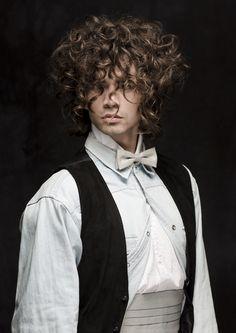 Natürlich gibt es auch Lockige Haar Trends für Männer auf www.my-hair-and-me.de