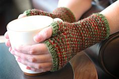 Colour play Got a couple of half-skeins you'd like to use up? Want to break up the crazy in a highly variegated skein of yarn, perhaps? The 'Prickly' mitts could be the ones for you. With a funky l...