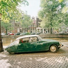 I have no idea what the make of the car is but I LOVE IT!! Set in Amsterdam no less!!