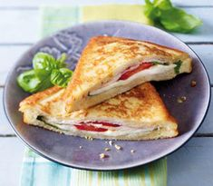 The recipe for mozzarella in Carozza and other free recipes on LECKER.de The recipe for mozzarella in Carozza and other free recipes on LECKER. Sandwich Recipes, Pizza Recipes, Grilling Recipes, Free Recipes, Pizza Recipe Mozzarella, Easy Homemade Burgers, Ideas Sándwich, Toast Pizza, Lunch Wraps